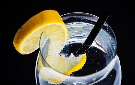benefits of lemon water refreshing