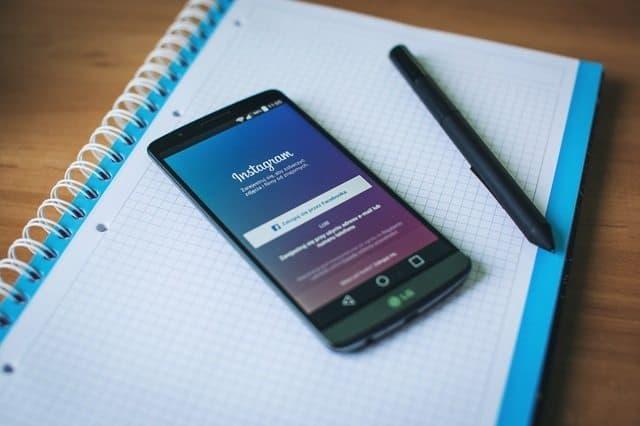 how to hustle social media