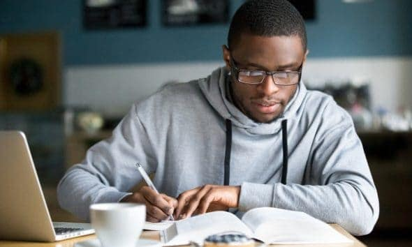 10 Books Every College Student Should Read